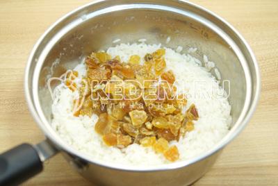 Добавить к рису изюм.