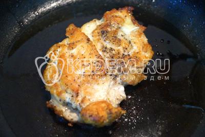Обжарить на сковороде с растительным маслом с двух сторон до готовности. Остудить.