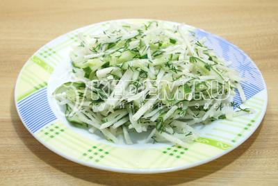 Перемешать салат и выложить на блюдо.