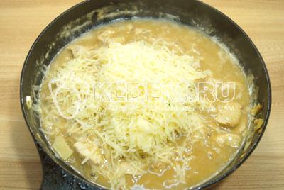 Добавить имбирь и тертый сыр.