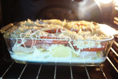 Запекать в духовке 1 час при температуре 180 градусов С.