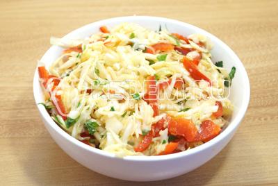 Выложить в глубокую салатницу или тарелку.