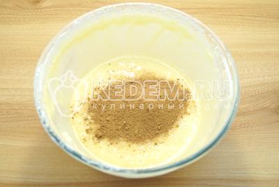 Разделить тесто на две части. В одну добавить какао.