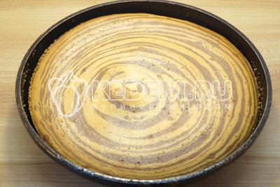 Готовый кекс остудить и нарезать на порции.