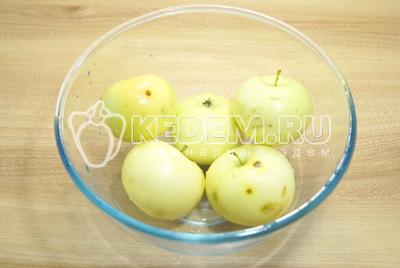 Яблоки хорошо вымыть.