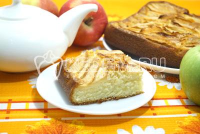 Нежная шарлотка с яблоками в духовке