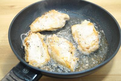 Обжарить на сковороде с растительным маслом, с двух сторон до готовности.