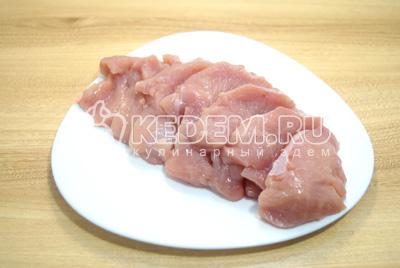Сделать надрезы в мясе.