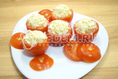 Нафаршировать помидорчики начинкой.