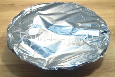 Закрыть фольгой и поставить в духовку прогретую до 180 градусов С на 1 час.