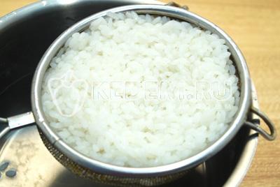 Рис отварить до готовности и хорошо промыть.
