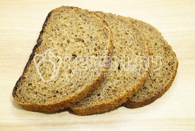 Ломтики хлеба сложить один на один.