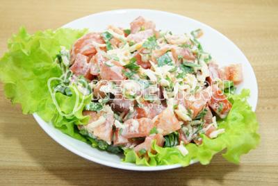 Перемешать салат и выложить в салатницу.