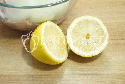 Добавить сок половинки лимона.