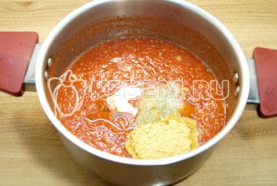 Добавить измельченный чеснок, горчицу, масло и соль.