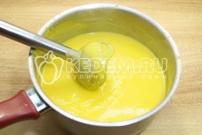 Пробить блендером до однородного состояния. Хорошо прогреть суп.