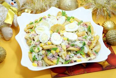 Салат с сухариками «Новогодний переполох»