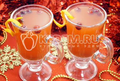 Глинтвейн из белого вина с апельсином и клюквой