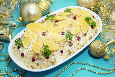 Салат с мандаринами «Голубой огонёк»
