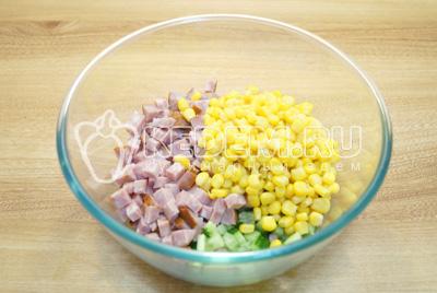 Добавить кукурузу.
