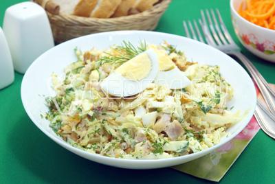 Салат с копченой курицей и пекинской капустой «Лейси»