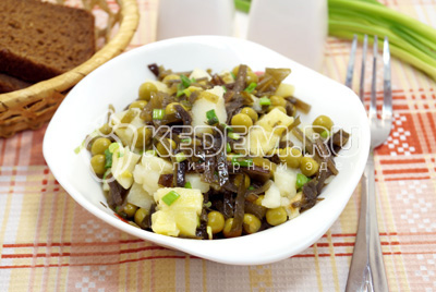 Салат с морской капустой и картофелем