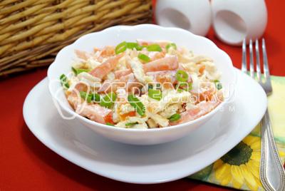 Салат с помидорами и сыром «Дина»