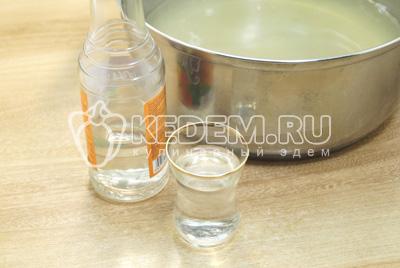 Добавить 50 мл водки и 2 ст. ложки уксуса 1 литр маринада.