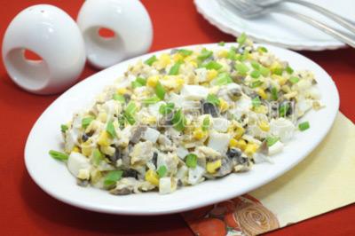 Салат с шампиньонами и куриной грудкой «Маркиз»