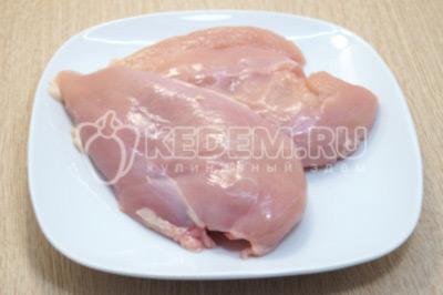 Куриное филе промыть и обсушить.
