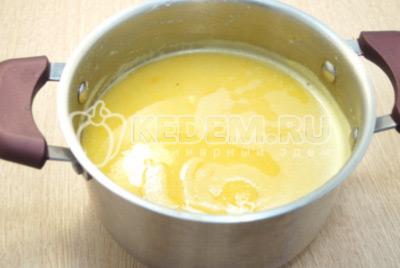 Прогреть суп на огне.