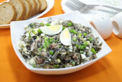 Салат с морской капустой и сельдью «Бриз»