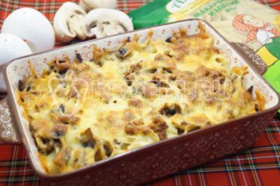 Запеканка из макарон с фаршем, шампиньонами и сыром