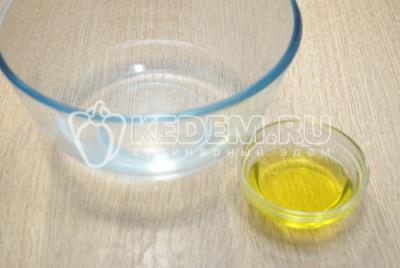 В теплой воде развести 2 ст. ложки растительного масло.