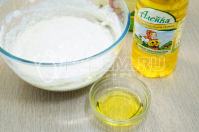 Добавить 3 ст. ложки натурального подсолнечного масла ТМ «Алейка» и перемешать.