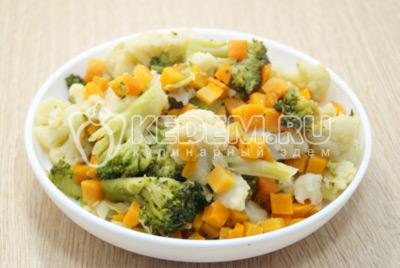 Замороженные овощи на сковороде