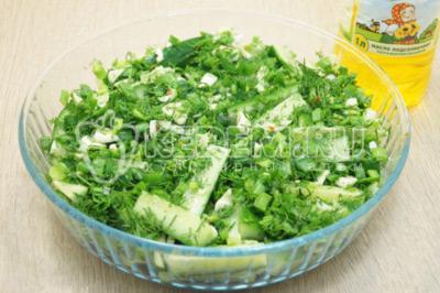 Сверху выложить зелень и заправить натуральным подсолнечным маслом ТМ «Алейка», от щедрых полей Алтая.