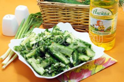 Салат «Малосольные огурчики» с зеленью и чесноком