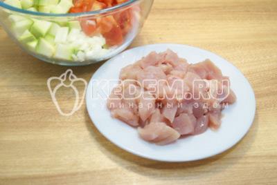 Кабачки с курицей в духовке