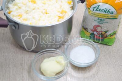 Добавить сливочное масло и сахар по вкусу.