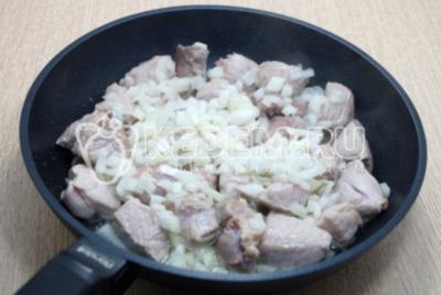 Гуляш из свинины на сковороде