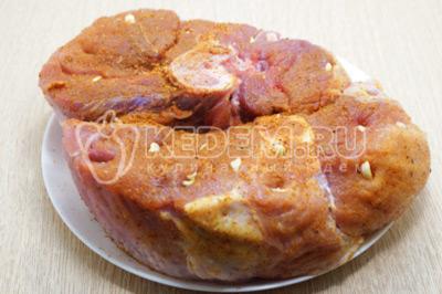 Свиной окорок в духовке «По-боярски»