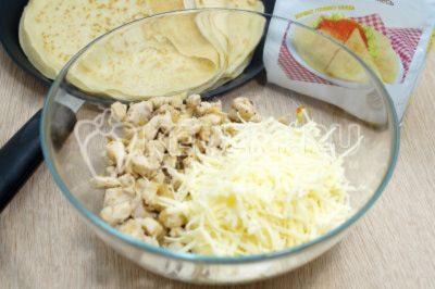 Блинные узелки с курицей и сыром