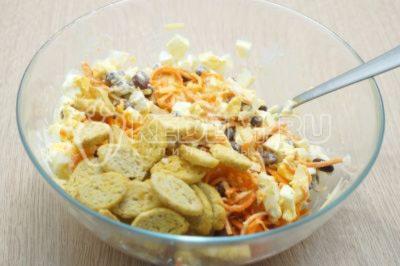 Салат с корейской морковью, фасолью и сухариками «Флорида»