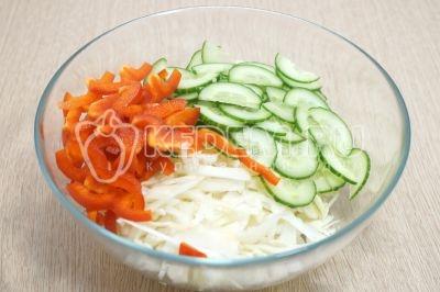 Салат из свежей капусты и зеленого горошка