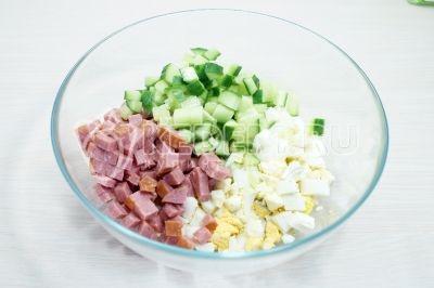 Салат с полукопченой колбасой и морской капустой