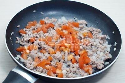 Фаршированные половинки перца в духовке с фаршем и сыром