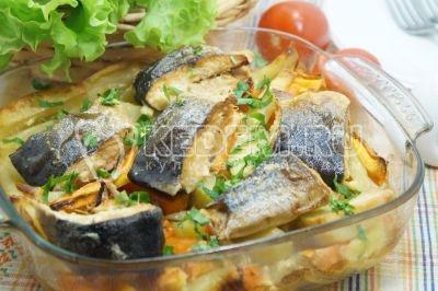 Горбуша с картофелем и овощами в духовке