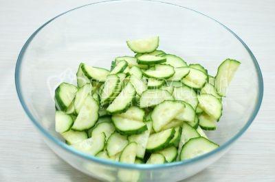 Салат из огурцов и помидоров с майонезом