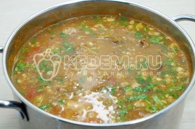 Перемешать и дать супу настояться 10-12 минут.